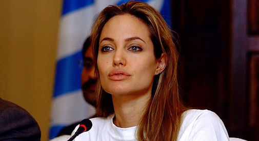 Angelina Jolie sale in cattedra, insegnerà alla London School of Economics