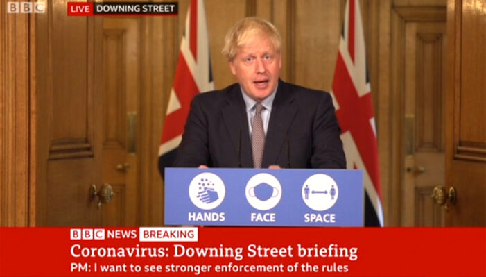 "Coronavirus, il governo di Boris Johnson introduce la ""regola dei 6"""